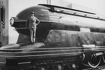 Raymond Loewy with the S1 at the 1939 New York World's Fair